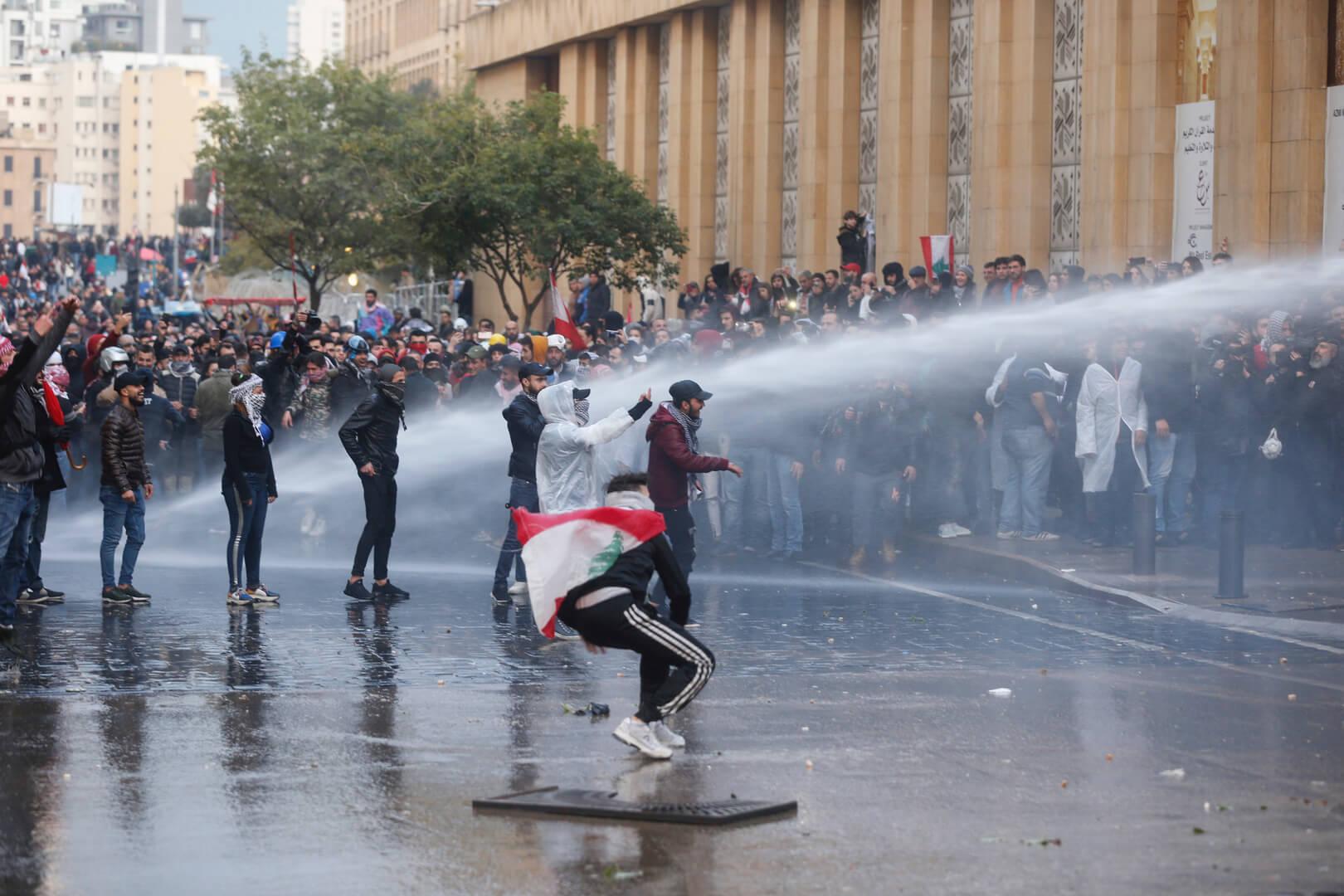 مظاهرات عنيفة في محيط البرلمان اللبناني