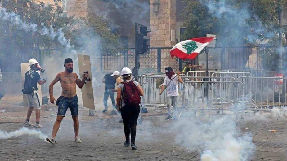 اللبنانيون يدعون إلى انتفاضة لا تتوقف بعد احتجاجات حاشدة في بيروت