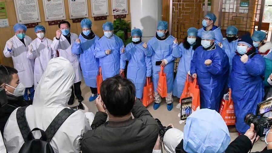 الصين ترسل خبراء إلى هونغ كونغ للمساعدة في كبح تفشي الوباء