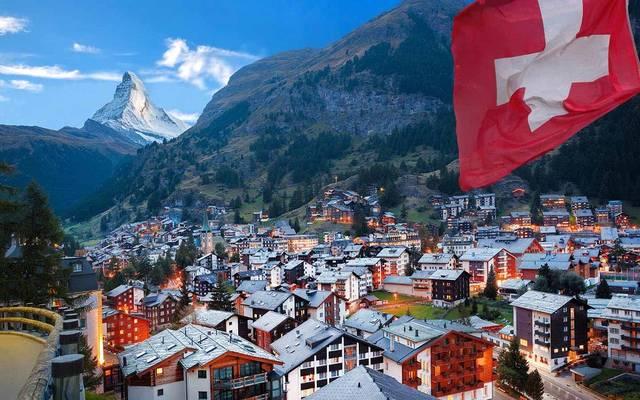 سويسرا تسمح بالتجمعات التي تضم أكثر من 1000 شخص