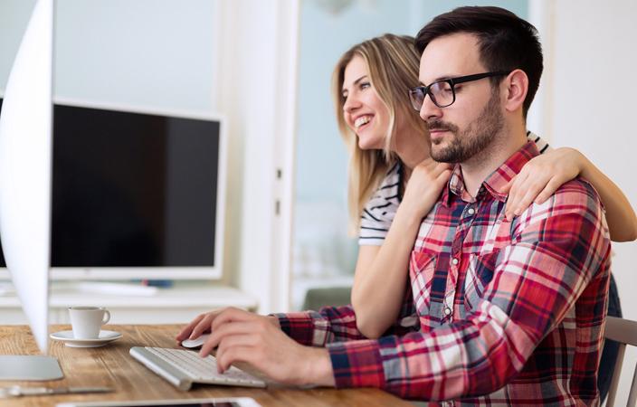 5 طرق لدعم زوجك عند التعرّض لأزمة مالية