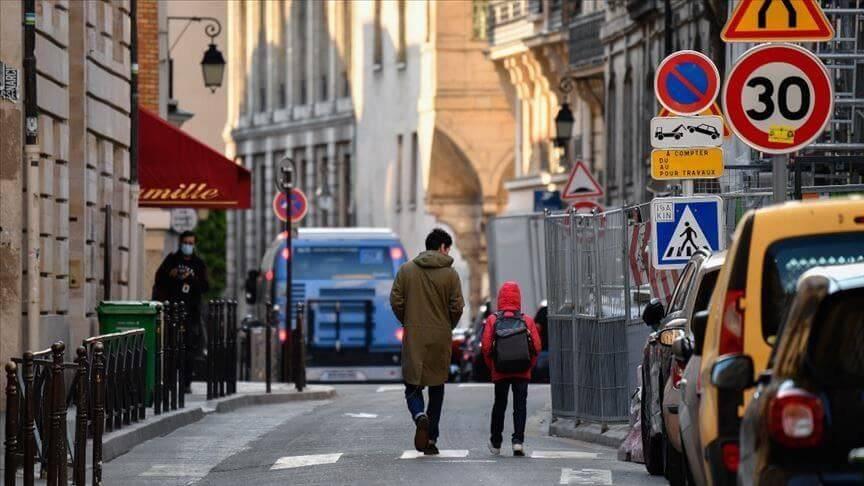 فرنسا تستعد لارتفاع الإصابات اليومية بكورونا في الأسبوعين المقبلين