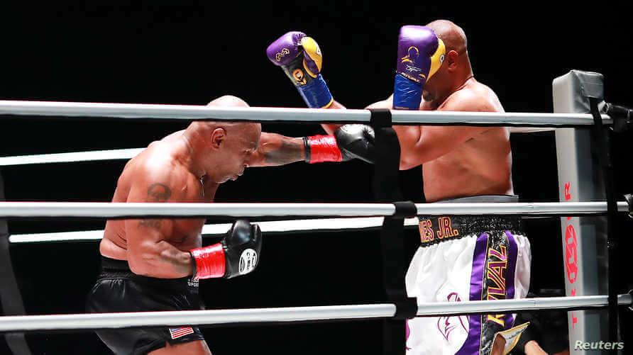 بعد عودته إلى حلبات الملاكمة بعمر 54 سنة.. تايسون يتعادل مع روي جونز