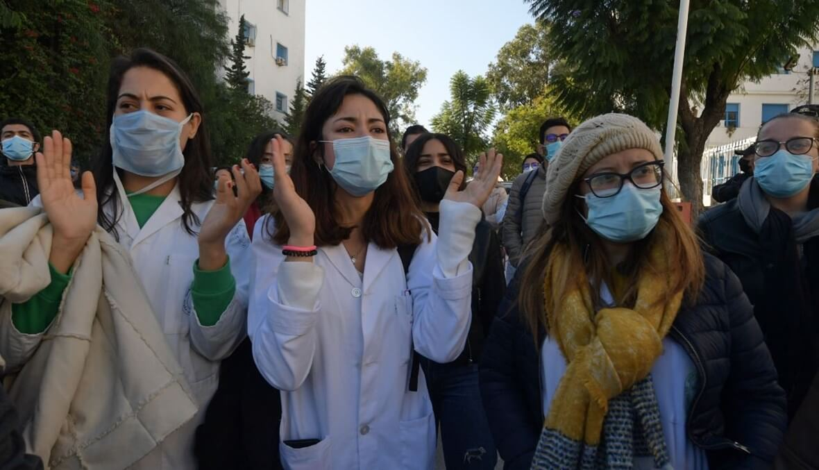 مظاهرات وغضب واسع في تونس إثر وفاة طبيب إثر سقوط مصعد مستشفى