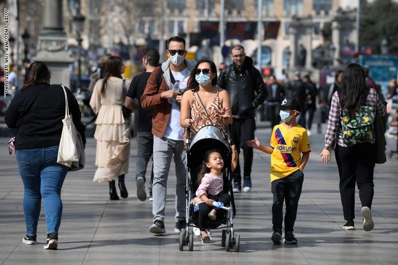 فرنسا تتجه نحو إلغاء قيد وضع الكمامات في الأماكن المفتوحة