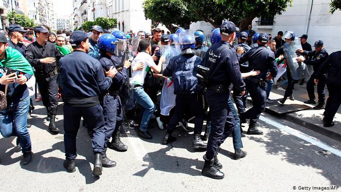 منظمة العفو الدولية تدين قمع نشطاء الحراك الجزائري