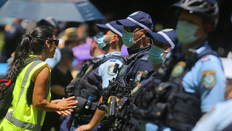 احتجاجات واشتباكات مع الشرطة في أستراليا رفضا للتطعيم ضد كورونا