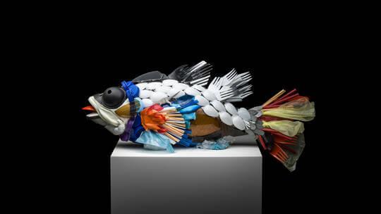 علماء ينتجون بلاستيكا قابلا للتحلل الحيوي مصنوعا من بقايا الأسماك