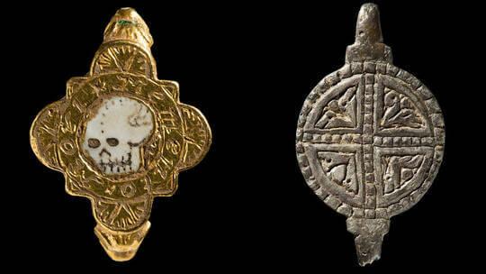 العثور على خاتم مخيف  من بين كنوز فريدة من العصور الوسطى