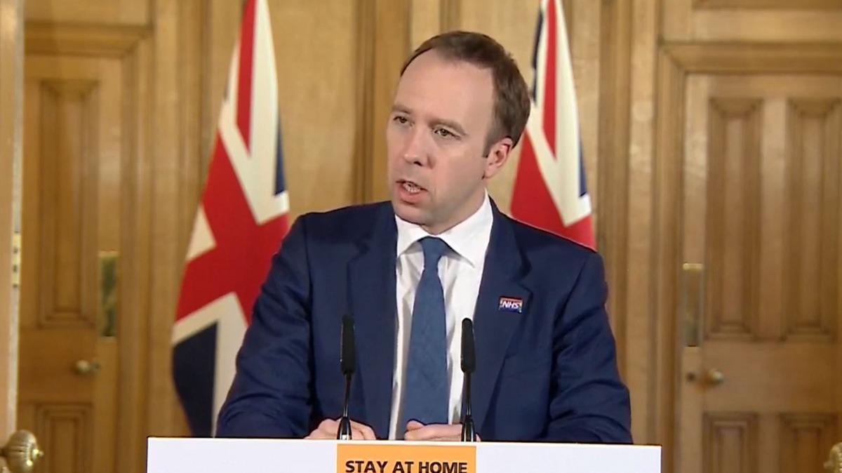 فضيحة الجنس و السياسية بطلها  وزير الصحة البريطاني داخل الوزارة