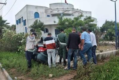 مصرع سيدة بعد اصطدام سيارتها بحائط قيادة المهارزة الساحل بالبئر الجديد