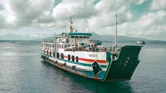 غرق سفينة على متنها 56 شخصا في إندونيسيا