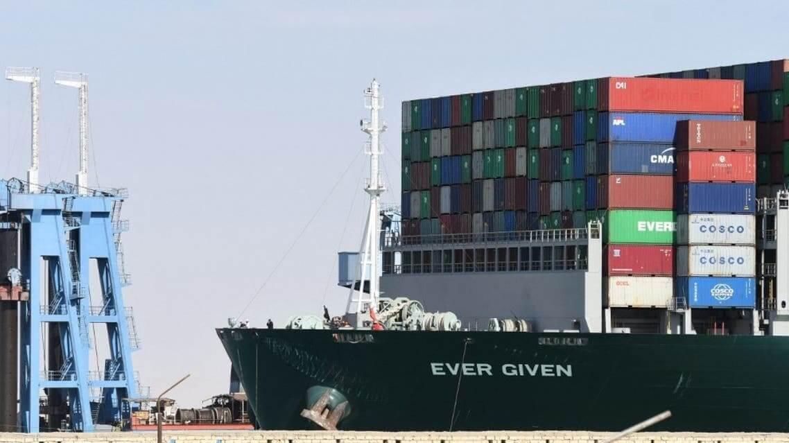 بعد احتجازها لشهور.. سفينة الحاويات إيفر غيفن تبدأ مغادرة قناة السويس